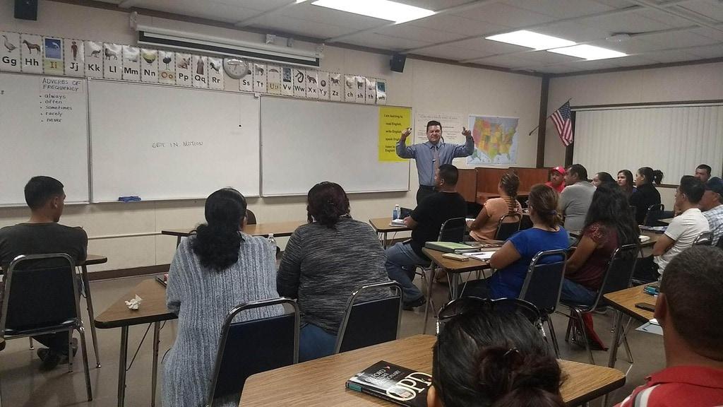 Escuela y Organizacion sin fines de lucro se unen para el desarrollo de negocios locales en East Coachella Valley